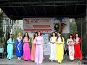 越南文化亮相捷克亚洲文化节