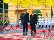 阮春福总理举行隆重仪式 欢迎罗马尼亚总理访越(组图)