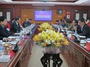 老挝国家副主席访问越南海阳省