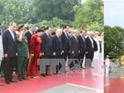 越南伤残军人与烈士日69周年:党和国家领导人拜谒胡志明主席陵墓和献花缅怀英烈