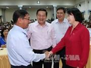 越南国会主席阮氏金银分别会见芹苴市丐棱郡及丰田县选民