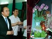 越南政府总理阮春福敬香缅怀胡志明主席