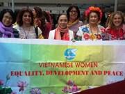 越南代表团出席国际民主妇女联合会第16届代表大会