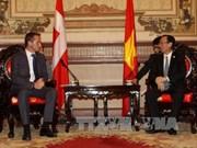 丹麦外交部长走访胡志明市和平阳省