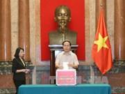越南国家主席办公厅捐赠一日工资援助中部灾区人民