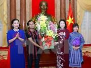 越南国家副主席邓氏玉盛会见少数民族优秀学生和运动员代表团