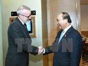 越南政府总理阮春会见英国《经济学人》杂志亚太地区总编辑