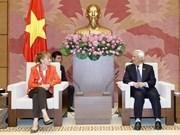 越南国会副主席汪周刘会见德国联邦议会副议长埃德尔加德·布尔曼