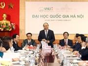 越南政府总理阮春福来到河内国家大学调研