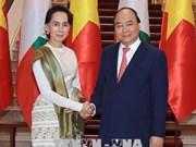 越南政府总理阮春福欢迎缅甸国家资政兼外交部长昂山素季对越南进行正式访问(组图)