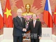 越南国会主席阮生雄与捷克参议院议长米兰·什捷赫举行会谈