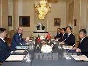 越南政府总理阮晋勇与比利时首相沙赫勒·米歇尔举行会谈
