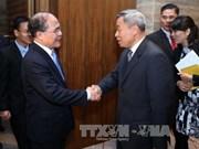 国会主席阮生雄会见中国广东省人大常委会主任黄龙云