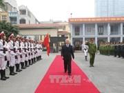 越共中央总书记阮富仲走访越南机动警察司令部
