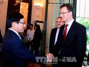 越南政府和国会领导会见外国客人