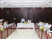 越南政府副总理范平明同岘港市人委会领导人举行工作会议