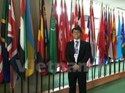 越南留学生在美国举行的全球青年论坛上发表演讲