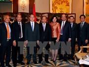 越南政府总理阮春福会见香港各企业和集团领导