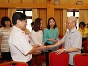 越共中央总书记阮富仲与河内市巴亭郡和还剑郡选民接触