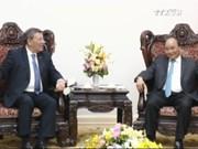 越南政府总理阮春福会见乌拉圭东岸共和国外交部长鲁道夫•尼恩•诺沃亚