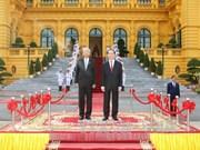 陈大光欢迎缅甸总统访越 两国元首举行会谈