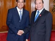 越南政府总理阮春福会见老挝计划投资部部长苏潘