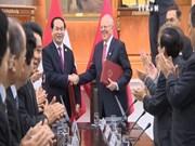越南国家主席陈大光与秘鲁共和国总统佩德罗•巴勃罗举行会谈