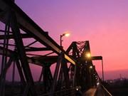 百年老桥上的黄昏(组图)