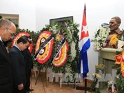 越通社领导献花悼念古巴革命领袖菲德尔•卡斯特罗(组图)