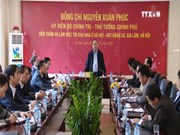 阮春福总理走访慰问河内市嘉琳县邓舍保障性住房小区居民