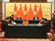 越共中央总书记阮富仲与中共中央总书记习近平共同出席双方有关合作文件的签字仪式