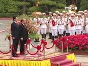 日本首相安倍晋三对越南进行为期两天的正式访问