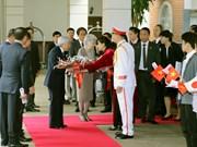 日本天皇和皇后开始对越南进行国事访问(组图)