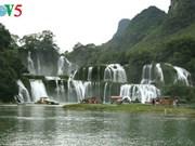 东南亚最大的天然瀑布——板约瀑布(组图)