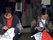 老街省将传统土锦纺织刺绣产业与旅游相结合