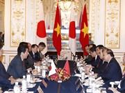 阮春福总理与日本首相安倍晋三进行会谈(组图)