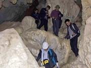 探索下龙湾上新发现的洞穴(组图)