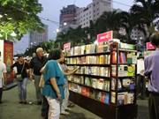 胡志明市书街——儿童们过暑假的理想聚集地