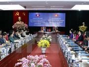 老挝国会主席会见在越老挝留学生