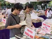 读者来河内旧书节感受历史文化气息