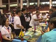 东盟作家交流会暨东盟书展在老挝举行
