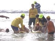 为儿童培训水上安全救护技能