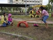 使用废旧物品为儿童们建设有趣娱乐场