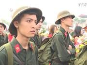 越南全国各地新兵纷纷启程奔赴军营