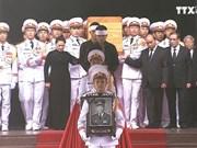越南党和国家领导人以及国际友人前来送别黎德英同志