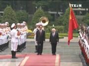 越南国家主席陈大光与爱尔兰总统麦克·希金斯举行会谈