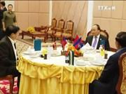 越南政府总理阮春福结束出席第九届柬老越三角开发区峰会回到河内
