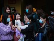 组图:106名越南公民恋恋不舍离开和平隔离区