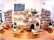 组图:首都河内一家免费图书馆    为阅读爱好者提供上千种图书类别