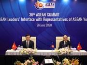 组图:东盟领导人与东盟青年领袖代表对话会召开